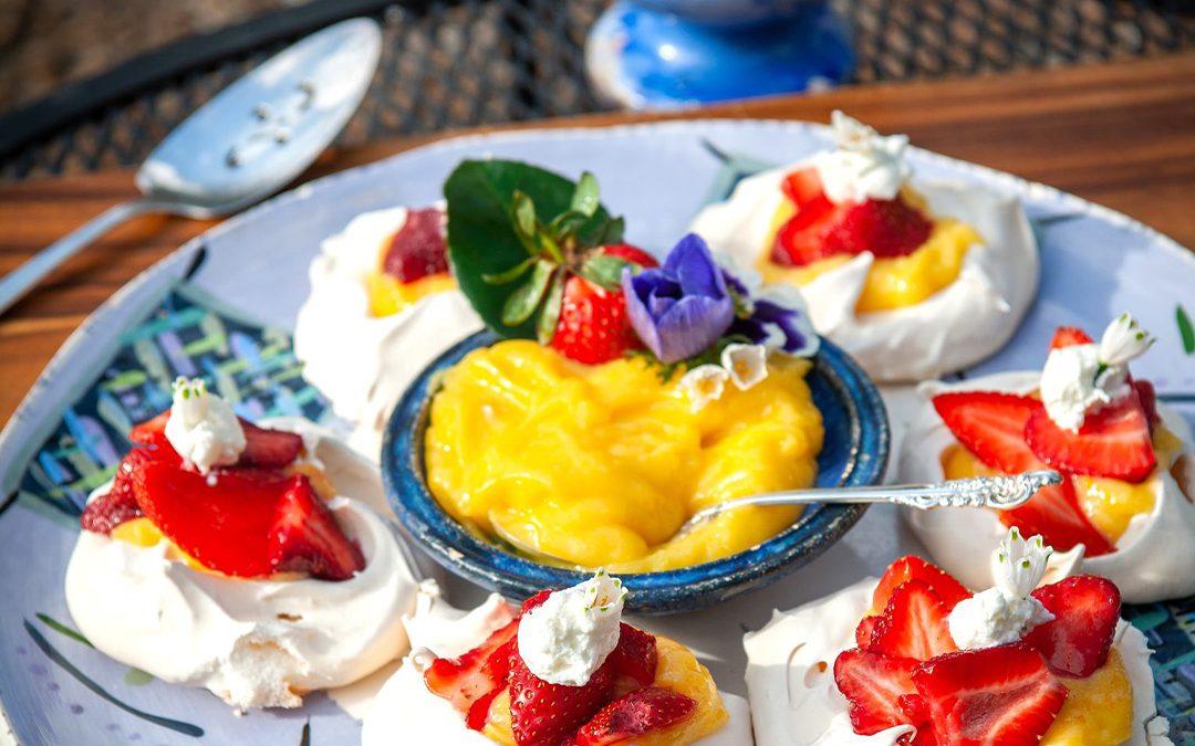 Meringues with Lemon Curd and Fresh Strawberries